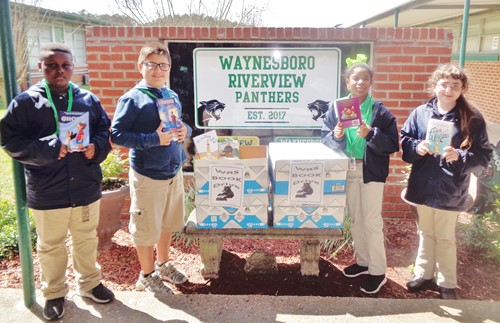 WRS students donate books